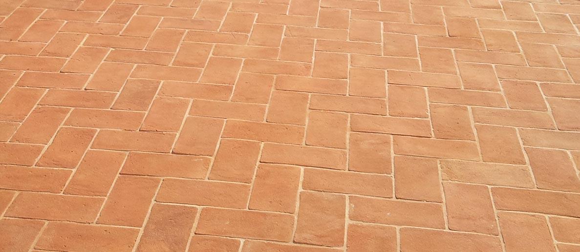 Pavimenti in cotto fatto a mano per esterni interni - Ravvivare cotto esterno ...